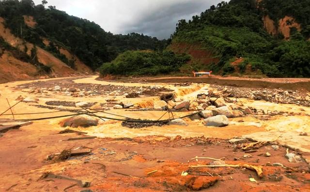 Nước lũ lại xuất hiện ở một số con suối trên địa bàn xã Phước Lộc.
