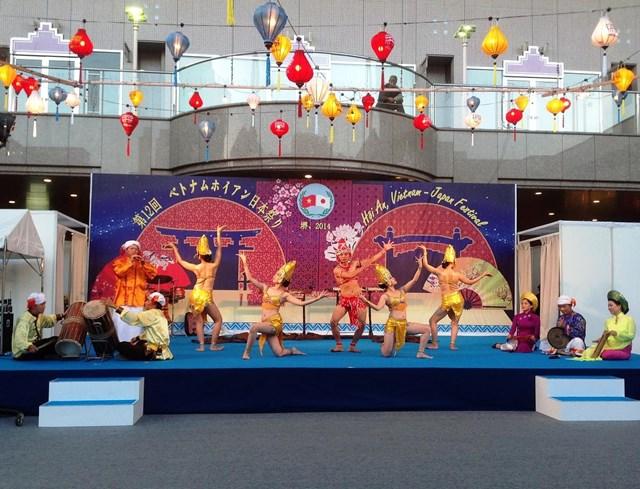 Một tiết mục trong chương trình giao lưu văn hóa Việt – Nhật tại phố cổ Hội An.