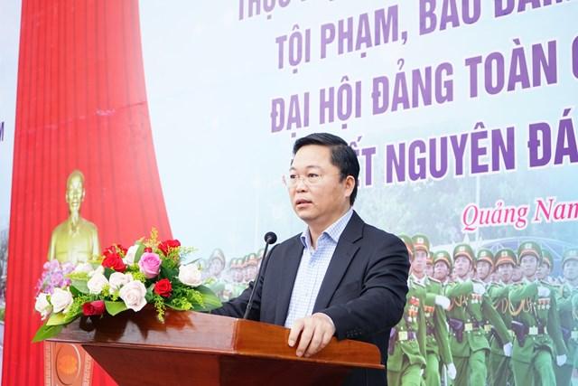 Ông Lê Trí Thanh, Chủ tịch UBND tỉnh Quảng Nam phát biểu tại lễ ra quân.