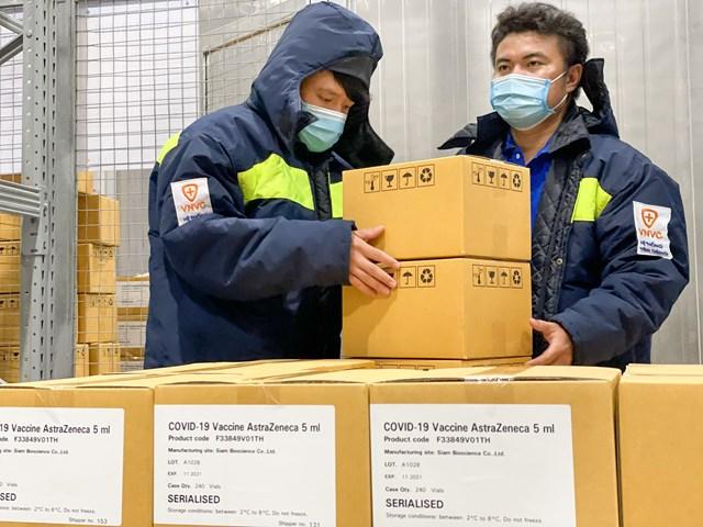 Bảo quản vaccine Covid-19 tại kho lạnh.