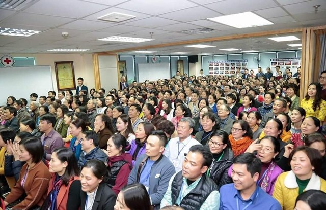 Những buổi sinh hoạt với sự tham gia của hàng trăm thành viên CLB Tình Người.