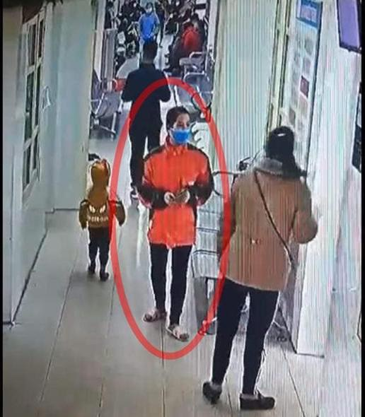 Hình ảnh trích xuất từ camera trước khi chị Thảo mất tích bí ẩn ở Bệnh viện Yên Phong