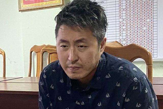 Jeong In Cheol tại cơ quan công an