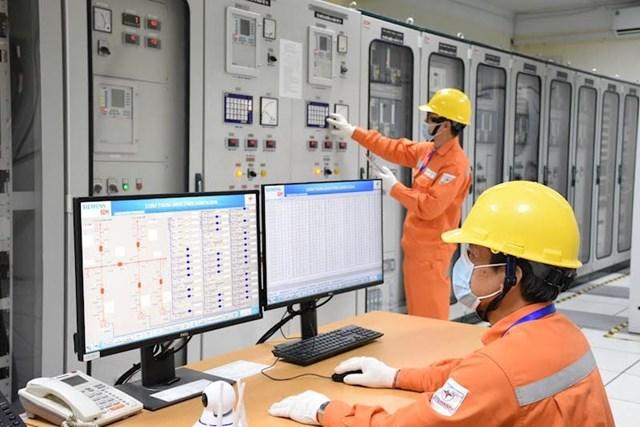 Vừa đảm bảo cung ứng điện ổn định, EVN vừa thực hiện phòng chống Covid-19 nghiêm ngặt.