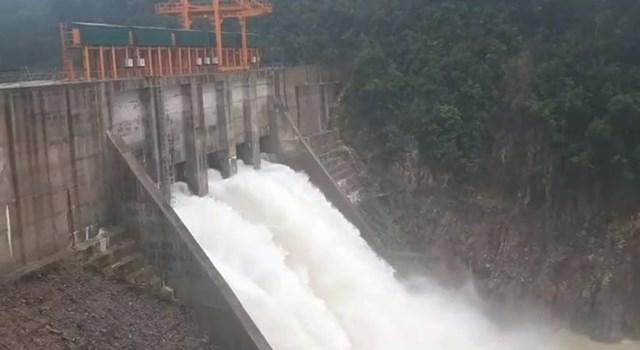 """Nhà máy thủy điện Thượng Nhật """"dính"""" nhiều vi phạm trong hoạt động vận hành hồ chứa."""