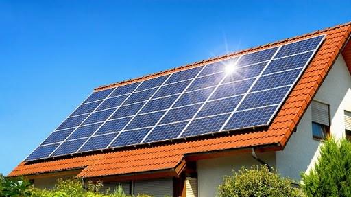 Nhiều địa phương phát triển ồ ạt các dự án điện mặt trời áp mái.