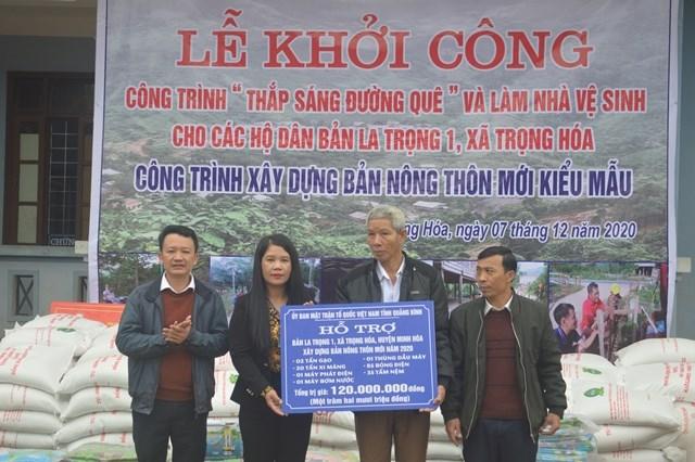 Mặt trận tỉnh Quảng Bình hỗ trợ bản La Trọng 1 trị giá 120 triệu đồng.