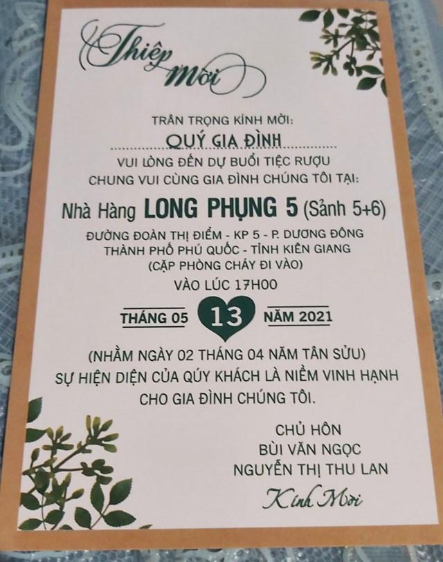 Thiệp mời được tổ chức tại 2 sảnh của nhà hàng.