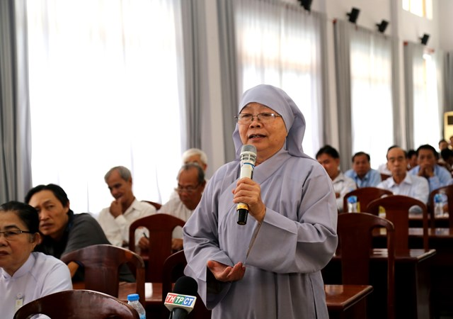 Cử tri quận Thốt Nốt phản ánh với các đại biểu về bức xúc dân sinh.