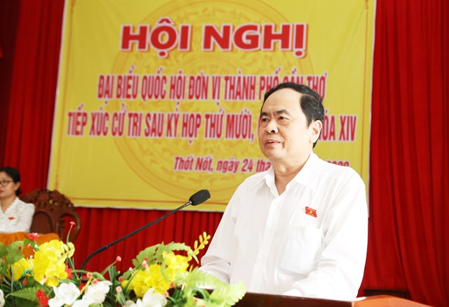 Chủ tịch Trần Thanh Mẫn trả lời các ý kiến cử tri quận Thốt Nốt.