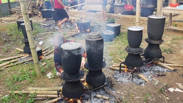 Nét đẹp ẩm thực truyền thống trong việc đồ xôi của đồng bào dân tộc Thái ở huyện vùng cao Quan Sơn (Thanh Hoá). Ảnh: A.T.