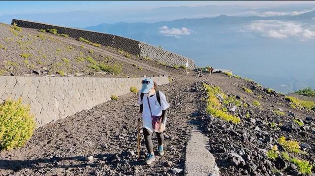 Hành trình chinh phục đỉnh núi Phú Sĩ giúp cô gái trẻ có được nhiều trải nghiệm, rèn tính kiên nhẫn, vượt qua trở ngại. Ảnh: NVCC.