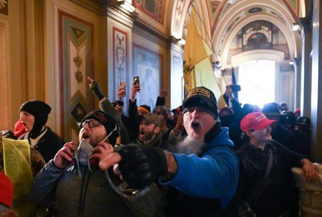 [ẢNH] Toàn cảnh cuộc biểu tình tại tòa nhà Quốc hội Mỹ - Ảnh 3