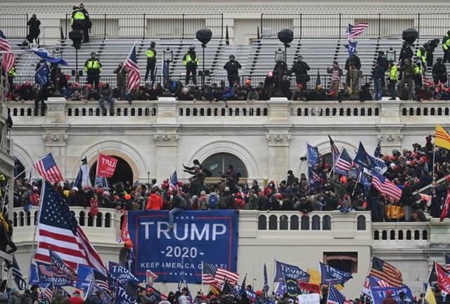 [ẢNH] Toàn cảnh cuộc biểu tình tại tòa nhà Quốc hội Mỹ - Ảnh 2
