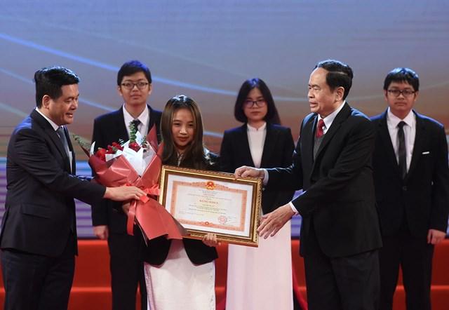 Tuyên dương học sinh THPT đoạt giải Olympic quốc tế 2020 - Ảnh 2