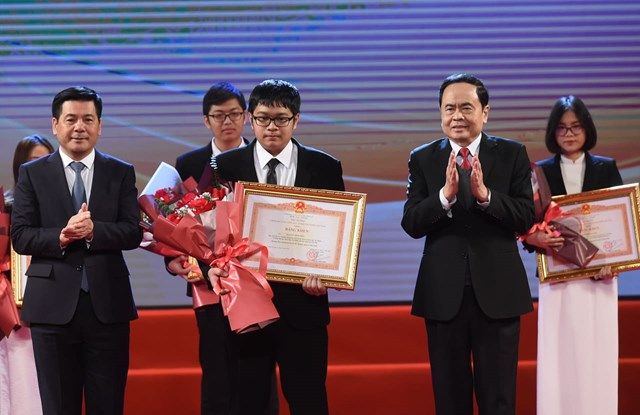 Tuyên dương học sinh THPT đoạt giải Olympic quốc tế 2020 - Ảnh 1