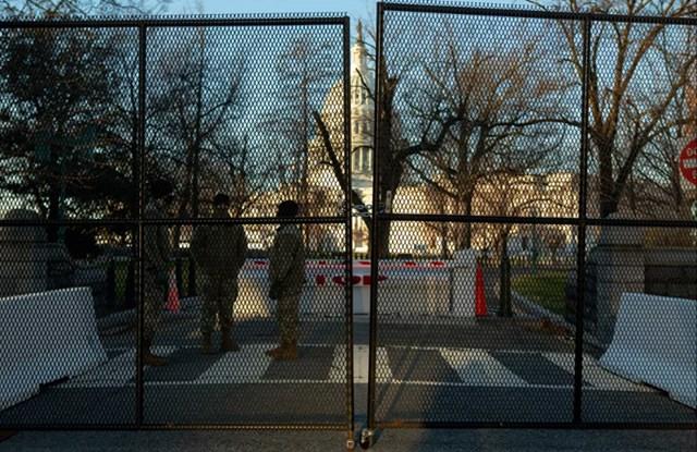 Hàng rào an ninh mới được thiết kế xung quanh Tòa nhà Quốc hội Mỹ sau vụ bạo loạn hôm 6/1.