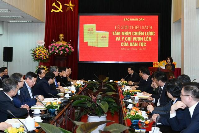 """Quang cảnh lễ ra mắt cuốn sách """"Tầm nhìn chiến lược và ý chí vươn lên của dân tộc""""."""