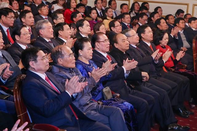 Các đồng chí lãnh đạo và nguyên lãnh đạo Đảng, Nhà nước, Chính phủ, Quốc hội, MTTQ Việt Nam dự Lễ trao giải Búa liềm vàng lần thứ V - năm 2020. Ảnh: Quang Vinh.