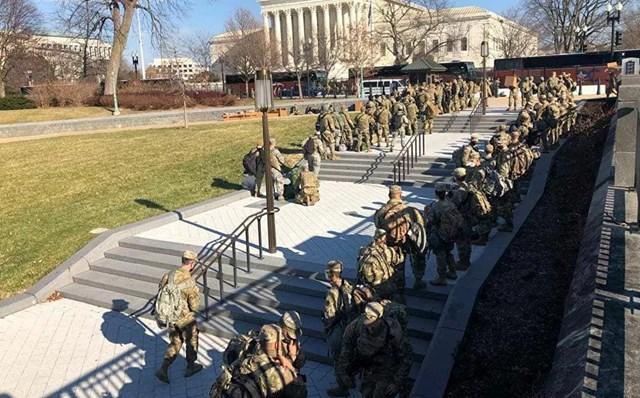 Lực lượng Vệ binh Quốc gia được chi viện để tăng cường phòng thủ tại Điện Capitol Mỹ.