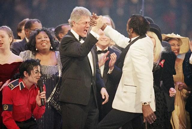 Tổng thống Bill Clinton ăn mừng trong đêm Gala của Tổng thống ở Maryland, ngày 19/1/1993.