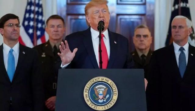 Tổng thống Mxy đương nhiệm Donald Trump và các quan chức Nhà Trắng. Ảnh: Reuters.