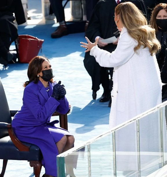 Phó Tổng thống Kamala Harris và ca sĩ Jennifer Lopez trong lễ nhậm chức của Tổng thống Joe Biden.