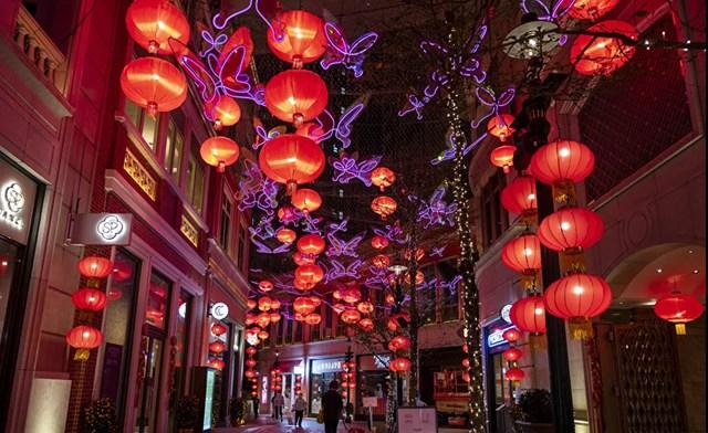 Hàng trăm chiếc đèn lồng đỏ thắp sáng đại lộ Lý Tống trước thềm Tết Nguyên đán.