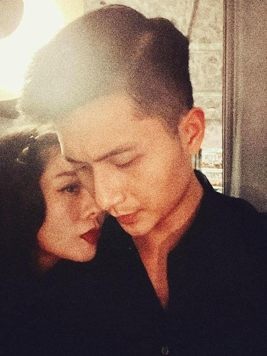 Ca sĩ Lệ Quyên đăng ảnh tình cảm bên bạn trai Lâm Bảo Châu nhân ngày Valentine.