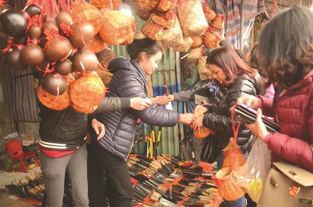 Nói đến chợ Viềng là nói đến sự đông vui, tấp nập.