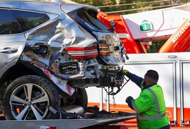 [ẢNH] Cận cảnh vụ tại nạn ô tô của Tiger Woods - Ảnh 4