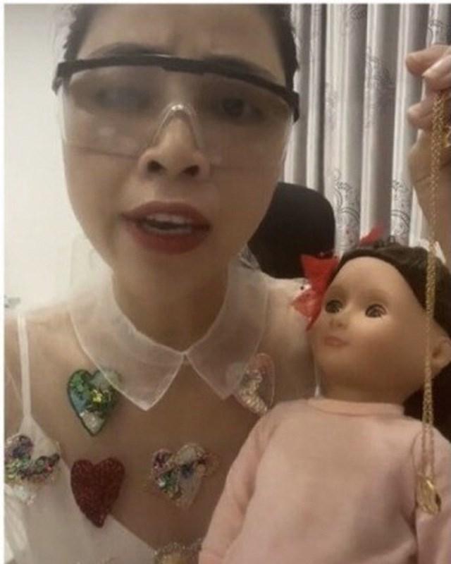 """Hình ảnh trong video """"xin vía học giỏi"""" từ búp bê ma của YouTuber Thơ Nguyễn đăng tải mạng xã hội."""
