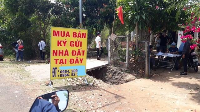 Một điểm giao dịch mua bán đất trong những ngày sốt đất ở xã Tân Lợi và An Khương (huyện Hớn Quản, tỉnh Bình Phước).