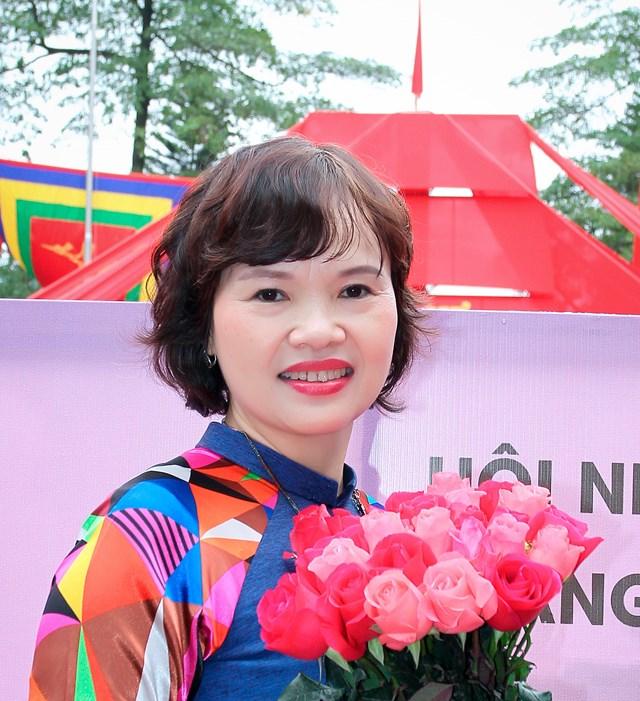 Nhà báo Trần Thị Kim Hoa.