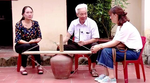 Nghệ nhân Nguyễn Đình Lâu chia sẻ về chiếc trống sành.