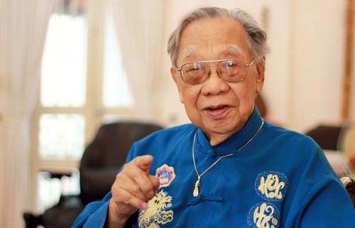 GS Trần Văn Khê (1921-2015).
