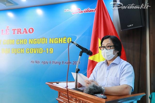 Nhà báo Lê Anh Đạt, Quyền Tổng Biên tập Báo Đại Đoàn Kết chia sẻ tại buổi lễ. Ảnh: Quang Vinh.