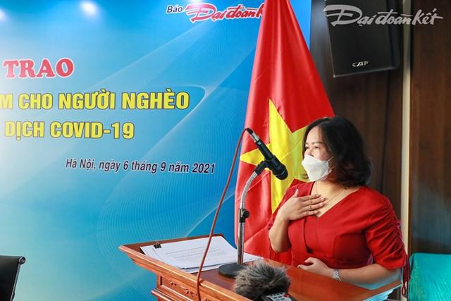 Chị Nguyễn Hoài Sương, đại diện bếp ăn 0 đồng chia sẻ tại buổi lễ. Ảnh: Quang Vinh.
