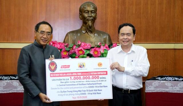 Chủ tịch Trần Thanh Mẫn tiếp nhận ủng hộ 1 tỷ đồng từ các doanh nghiệp Thái Lan