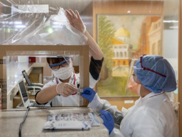 Nhật Bản trở thành quốc gia đầu tiên trên thế giới cấp phép thuốc kháng thể Ronapreve để điều trị cho bệnh nhân Covid-19.