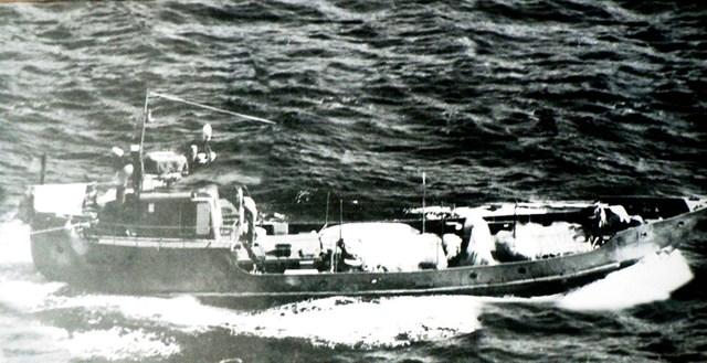 Tàu không số vận chuyển hàng hóa, vũ khí trên tuyến đường Hồ Chí Minh trên biển. Ảnh tư liệu.