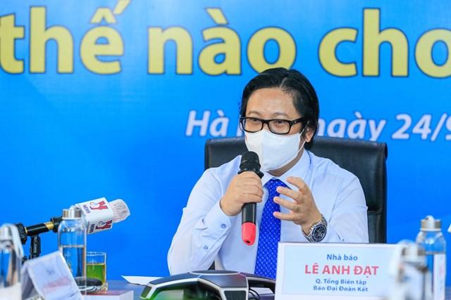 Nhà báo Lê Anh Đạt phát biểu kết luận tại Tọa đàm. Ảnh: Quang Vinh.