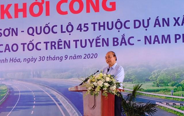Thủ tướng Nguyễn Xuân Phúc phát biểu tại Lễ khởi công tuyến cao tốc Bắc Nam phía Đông, tháng 9/2020.