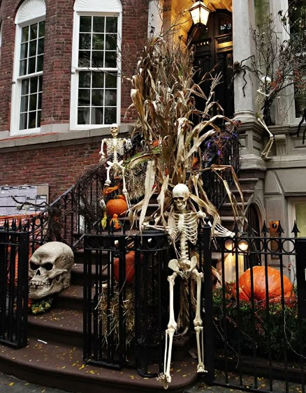 Đường phố ở Upper East Side,New York, được trang trí cho ngày lễ Halloween năm 2020.