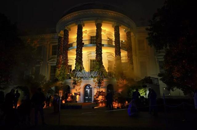 Bãi cỏ phía Nam Nhà Trắng trong lễ Halloween năm 2020.