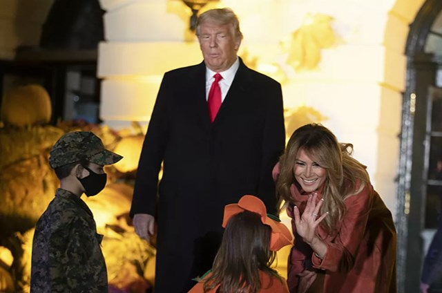 [ẢNH] Vợ chồng Tổng thống Trump mở tiệc Halloween tại Nhà Trắng - Ảnh 2