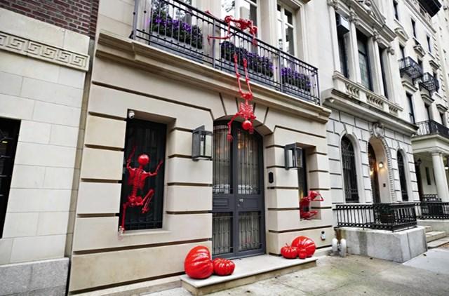 Một ngôi nhà ở Upper East Side,New York, được trang trí cho ngày lễ Halloween, ngày 28/10/2020.