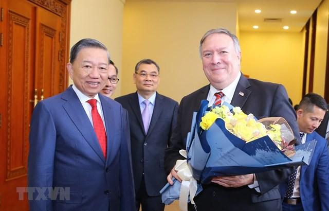 Bộ trưởng Bộ Công an Tô Lâm đón Ngoại trưởng Hoa Kỳ Mike Pompeo. (Ảnh: Doãn Tấn/TTXVN).