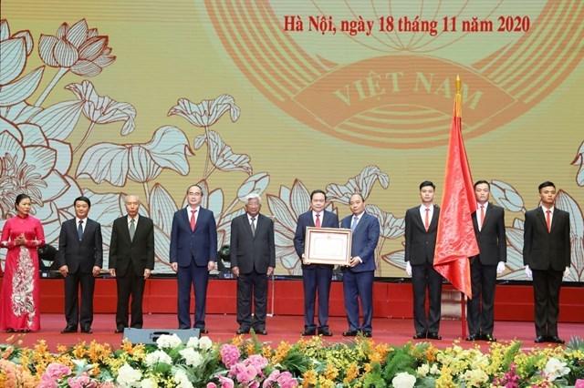Thủ tướng Chính phủ Nguyễn Xuân Phúctrao tặng Huân chương Hồ Chí Minh cho MTTQ Việt Nam.