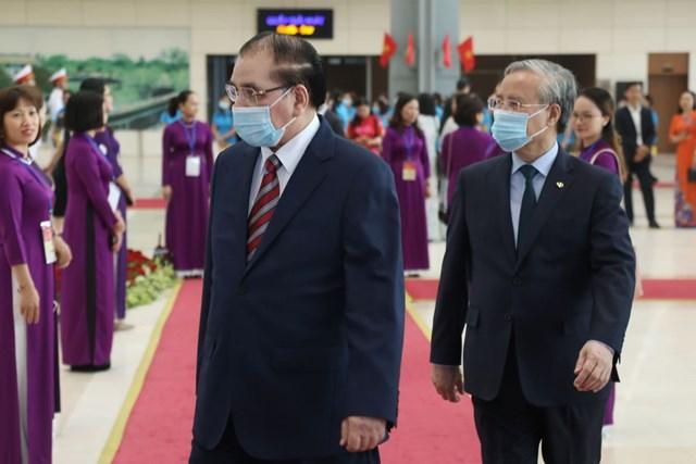 Nguyên Tổng Bí thư Nông Đức Mạnh và Thường trực Ban Bí thư Trần Quốc Vượng tới dự Lễ kỷ niệm.